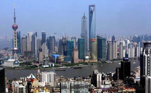 月18日拍摄的浦东陆家嘴金融贸易区全景.-浦东新区 三个导向 引领图片