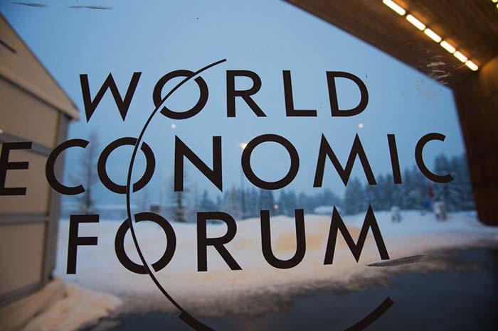 月22日在瑞士达沃斯会议中心拍摄的世界经济论坛的标志.-达沃斯大