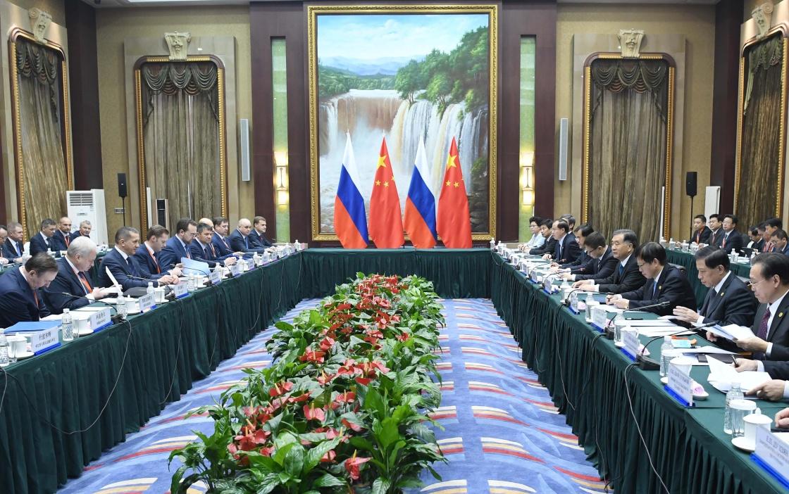 鲁特涅夫举行会晤并出席中俄地方合作交流年开